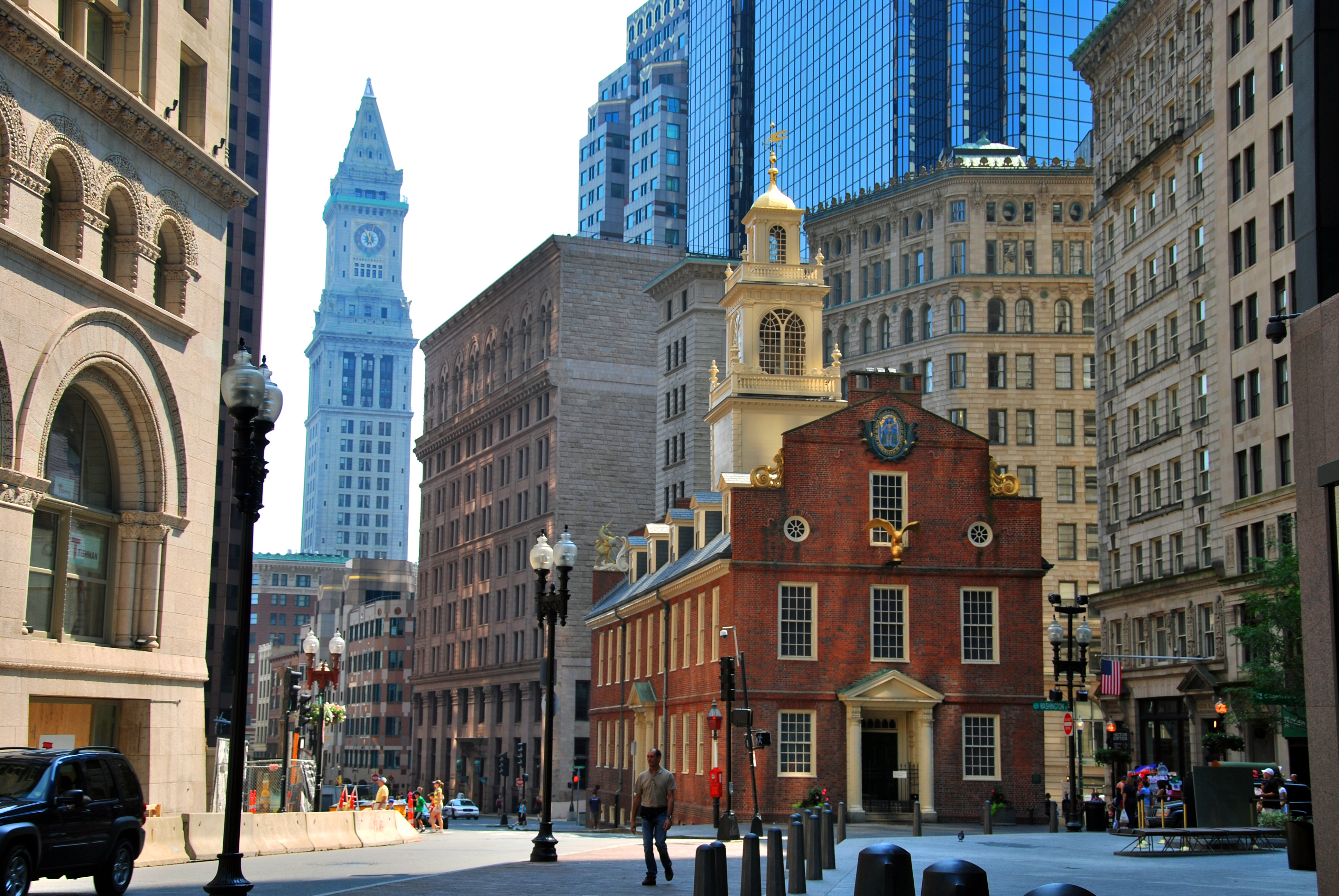 a description of the history and life in newburry street in downtown boston